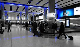 Baggage pick up via https://pixabay.com/en/baggage-hall-heathrow-airport-775540/