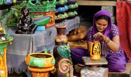Indian business woman via https://pixabay.com/en/woman-indian-painting-pottery-1824150/